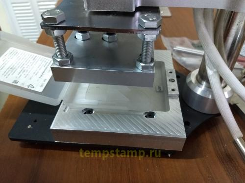 Thermopress for sealing the ampoule container