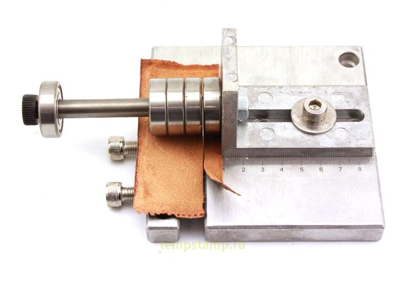 Adjustable leather cutter
